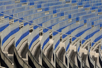 Photo: Rail seats in sun in Hanover - Use permitted only with credit: (C) Stadionwelt.de