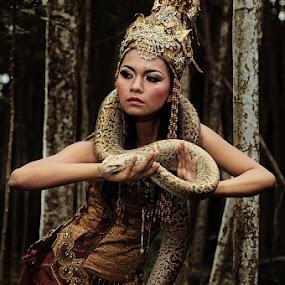 Snake Queen by Yanuar Nurdiyanto - People Fine Art ( glamour, model, fashion, indonesia, traditional, nikon, photography, gary fong, self portrait, selfie )