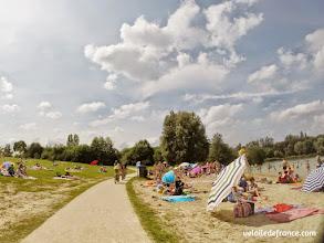 Photo: La plage de la base de loisirs de Bois le Roi- E-guide balade circuit à vélo sur les Bords de Seine à Bois le Roi par veloiledefrance.com.