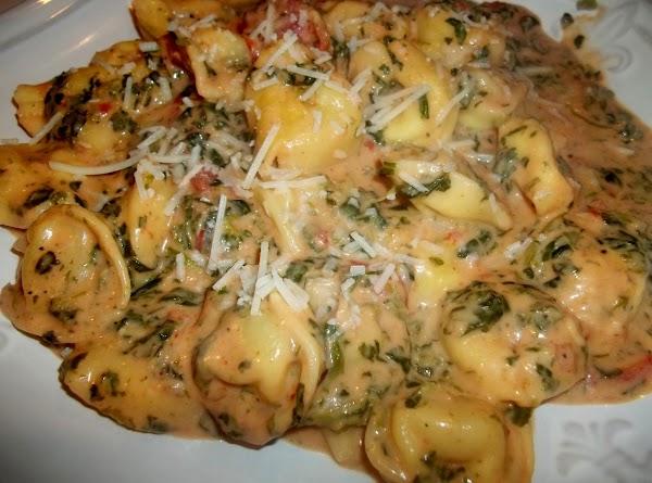 Cheese Tortellini W/ Creamy Tomato Sauce & Spinach Recipe