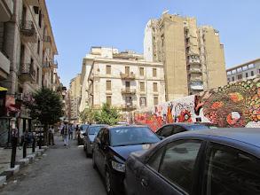 Photo: y con este mural, detrás de los autos