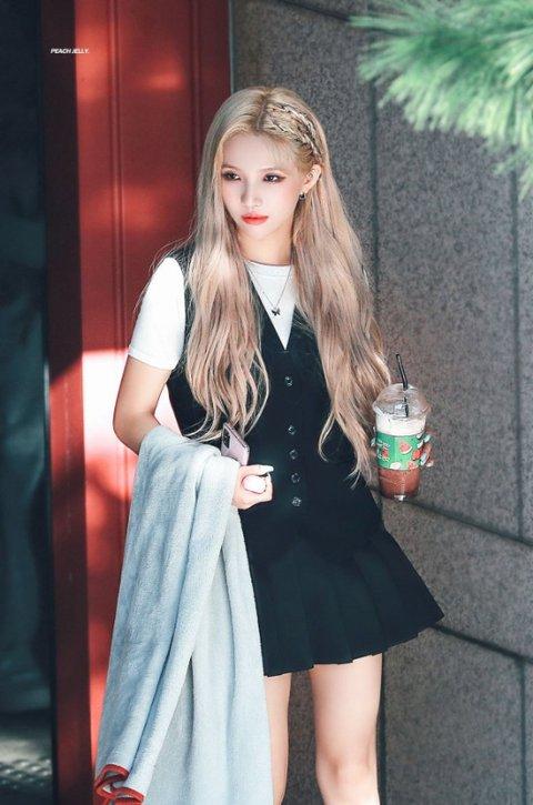 soyeon blonde 4
