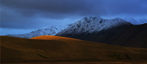 Photo: The last bit of sunlight of the day grabs the edge of the hill... here in New Zealand on the way home to Queenstown...