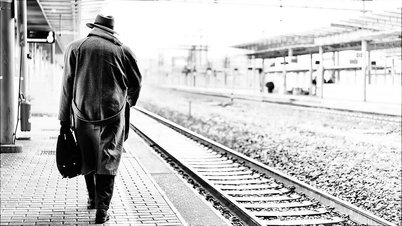 Un uomo e il suo bagaglio di Roberto Di Patrizi