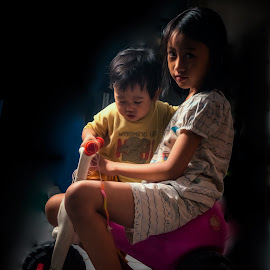 grab the bike by Tiz Brotosudarmo - Babies & Children Children Candids (  )