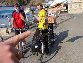 Photo: První zastavení, na kterém Tomáš Hampl (manažer projektu cyklotrasa Odra-Nisa) představil kudy povede nová trasa a jak moc se cyklisté přiblíží řece Nise  Autor: Sylva Švihelová