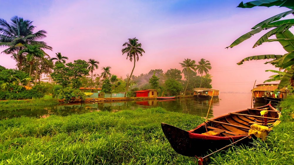beautiful-places-visit-monsoon-india-Alleppey