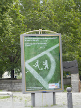 Photo: Plakat der WM-Eröffnung am 26. Juni 2009 im Olympiastadeon