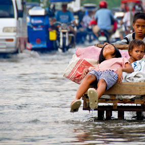 evacuation by Michael Olino - News & Events World Events