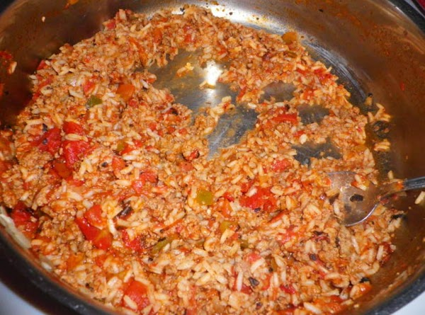 In a large skillet brown ground turkey, minced onion, and garlic.  Add chili...