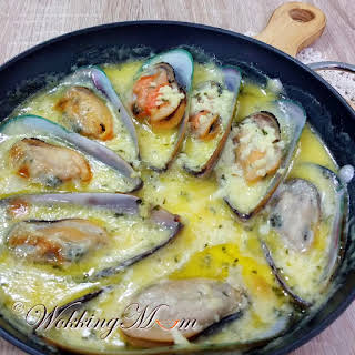 Mussels in Buttery Lemon Garlic Sauce.