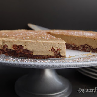 Gluten-Free Dairy-Free Raw Gingerbread Cheesecake (10 Ingredients)