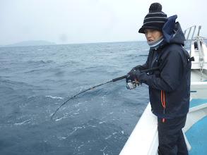 """Photo: 本日のファーストヒットは、""""ニシゾノさん""""! ・・・・あああー! バラした! 今年の初釣りからいきなりバラしました。 去年からのバラシ王まだ解けず。"""