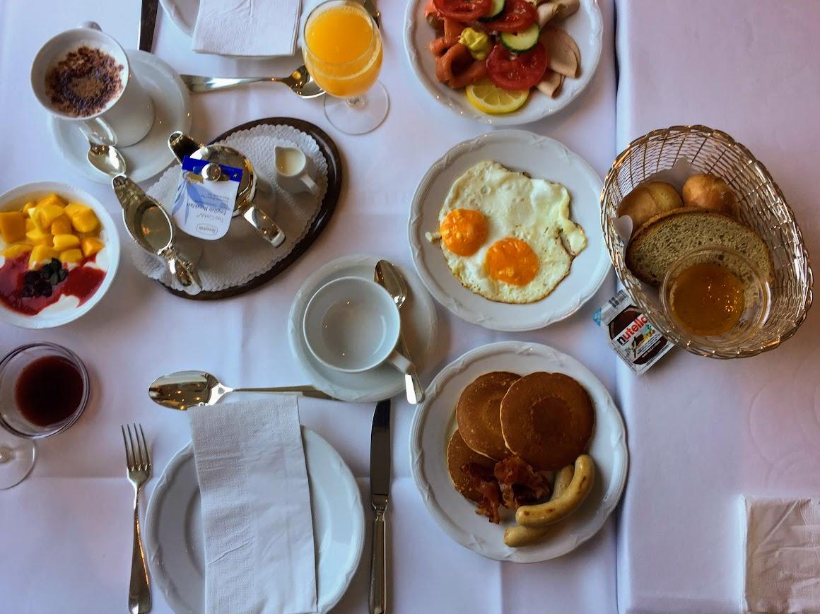 フルーツ・卵料理・フレッシュオレンジジュースと最高の朝食!