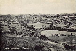 Photo: La Valle del Treia. Sullo sfondo, Civita Castellana. Anni '50.