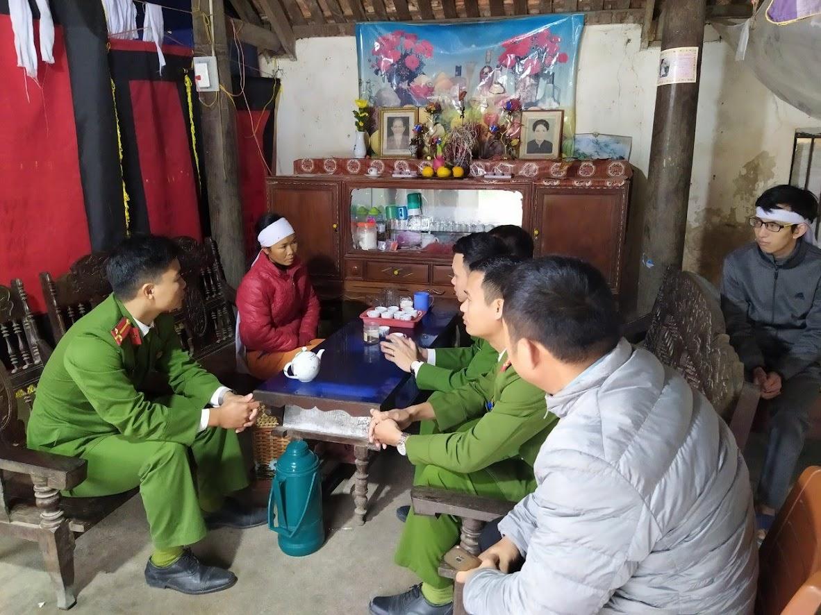 Thăm hỏi động viên gia đình chị Hương vượt qua hoạn nạn