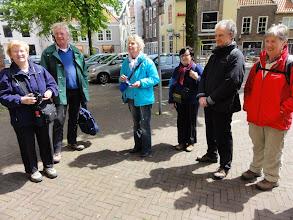 Photo: De gids zal ons door de kern van Middelburg rondleiden.