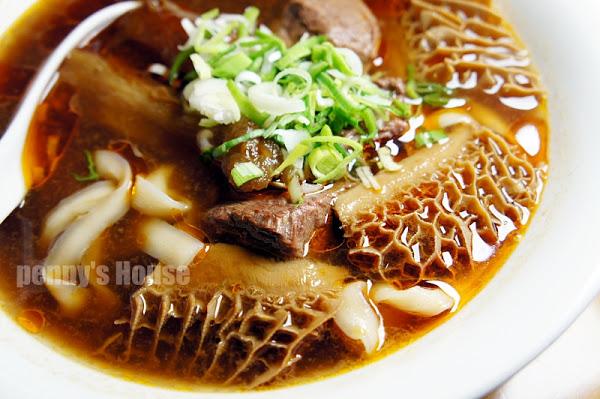 熬煮四天的牛骨高湯,才能煮出好吃的貳壹村牛肉麵!!超好吃的眷村味~ 完全不加味精,天然超夠味!