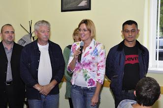 Photo: Honti Gabriella, az RHK Kft. kommunikációs vezetője köszönti a gyerekeket