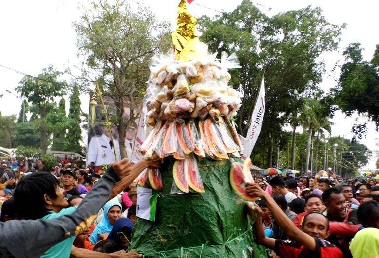 festival gunungan di Ngawi