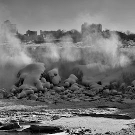 The American Falls at Niagara by David Gilchrist - Black & White Landscapes ( american falls, winter, black and white, niagara falls, landscape,  )