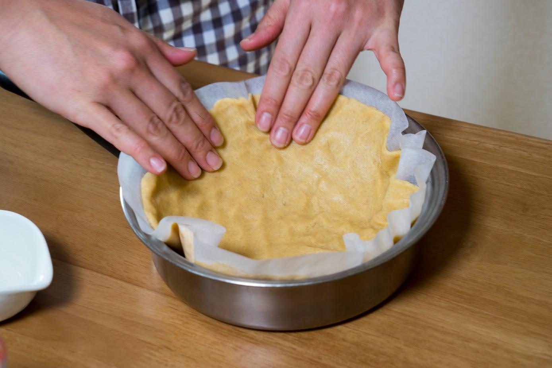 黒千石レシピ:3-1.型に合わせてのばす
