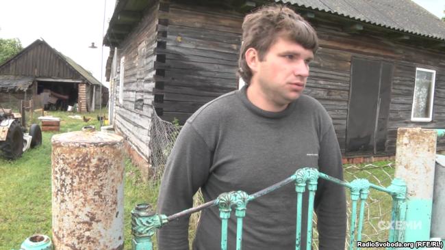 Цей мешканець білоруського села Заостровеччя теж заперечує свою причетність до перегону «євроблях»