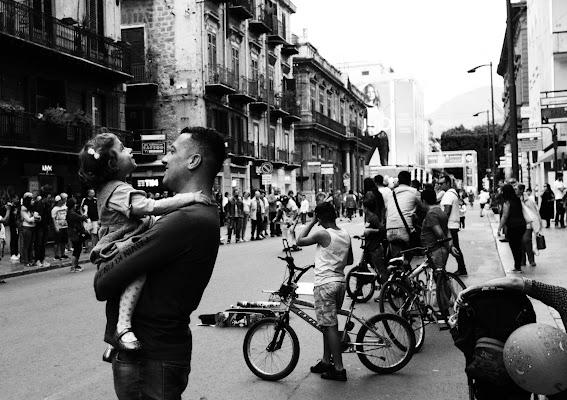 In braccio al papà di claudia_genovese