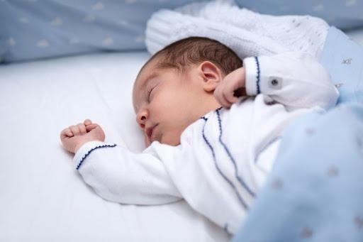 Giấc ngủ của trẻ sơ sinh trong những tháng đầu đời