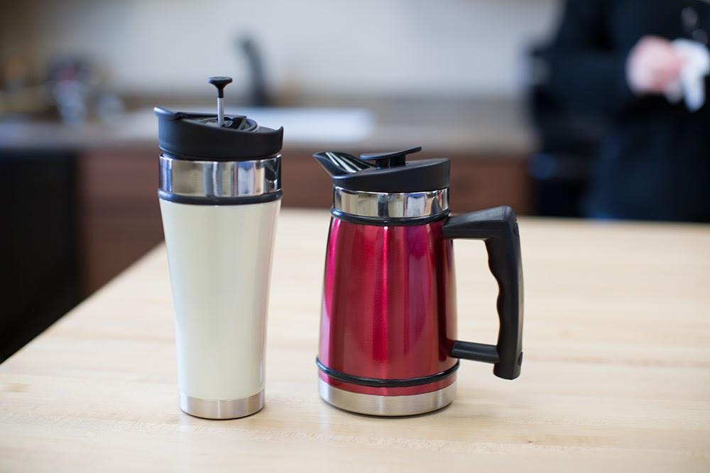 meja kerja, 5 Benda Yang Wajib Ada Di Meja Kerja Anda