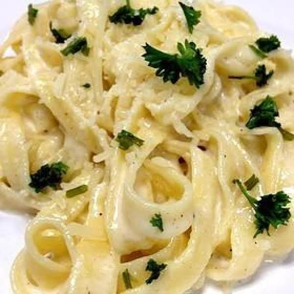 Delicious Fettuccine Alfredo (only 300 Calories!) Recipe