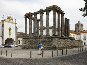 Photo: Temple romà d'Évora