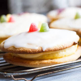 Soft Cake with Apricot and Creamy Rum Curd (Skilpaddekake).