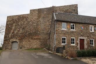 Photo: Un partie restaurée du château-fort construit vers 1080 et bombardée en 1648