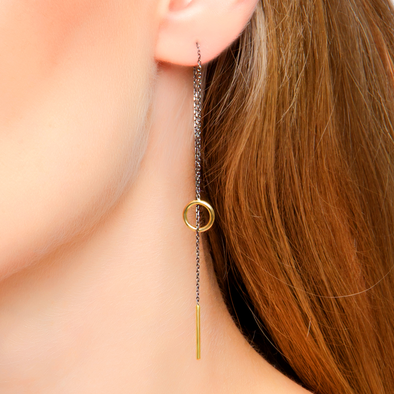 brinco de ródio negro e ouro link minimalista