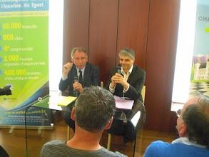 Photo: La conférence de presse, en présence de monsieur Bayrou maire de Pau et de Laurent Vérat, Directeur général de la FFE