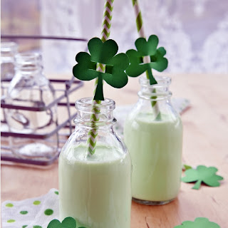 Healthy Shamrock Shake {Paleo & Low-Carb}.