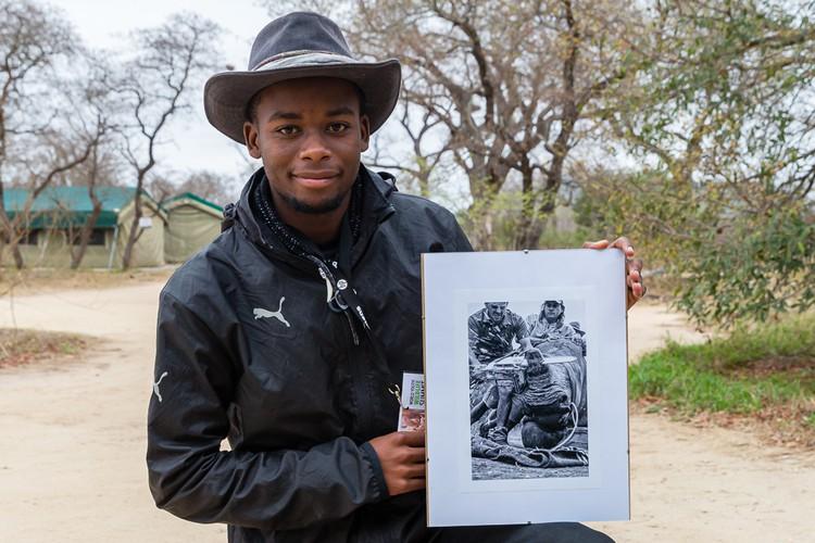 SA tiener wat 'desperate maatreëls' van renosterstroping vasgevang het, wen die internasionale fototoekenning - SowetanLIVE