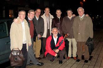 Photo: 19/11/2007 asistimos un grupo de compañeros en Gijón al funeral de la madre de Fray Vicente Suárez.Covarrubias, José Antonio, Alfayate, Arango, Manolón, Pajarín, Manolo Santos y, agachado, Baldomero.