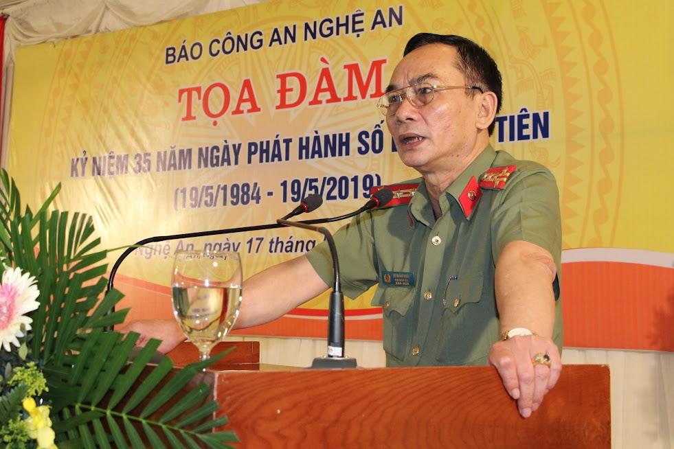Đồng chí Đại tá Lê Xuân Hoài, Phó Giám đốc Công an tỉnh phát biểu tại buổi tọa đàm.