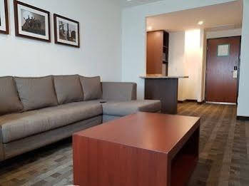 Holiday Inn and Suites Leon Plaza Mayor