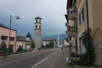 Photo: W Revò doganiają mnie ciężkie deszczowe chmury. Zaczyna padać deszcz.