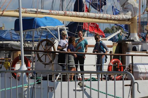 Auch schon am Vormittag wurde getanzt, sogar an Bord. (Zum Öffnen der Fotostrecke auf das Bild klicken. Bilder F.A.M. / F.M. / M.S.U. für TWP)