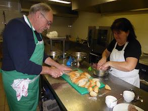 Photo: oei  in de keuken zijn ze ook nog druk bezig.....