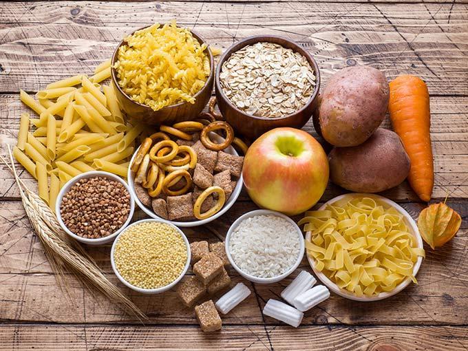 Lebensmittel aus Getreide oder mit viel Fruchtzucker liefern viele Broteinheiten und sollten von Diabetikern in Maßen verzehrt werden.