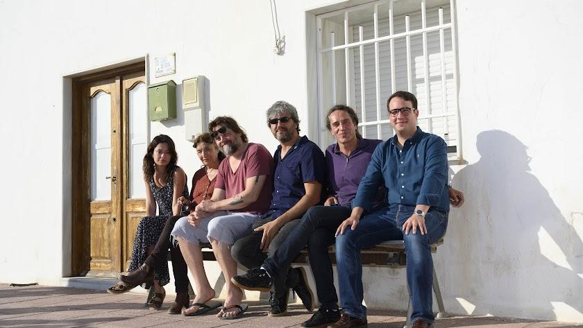 Rodaje El paisaje de Las Salinas de Cabo de Gata cautiva a los actores de la cinta La voz