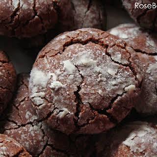 Easy Chocolate Crackle Cookies.