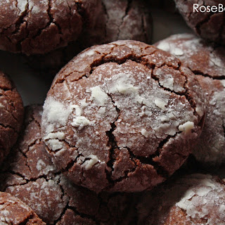 Easy Chocolate Crackle Cookies.
