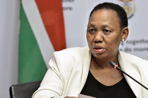 Akademici slaan Angie Motshekga se plan vir die eksamen op uittreevlak vir graad 9 - SowetanLIVE, in die wiele