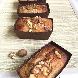 BANANA & WALNUT MINI CAKES.